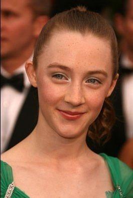 Saoirse Ronan sul tappeto rosso degli 80° Academy Awards.