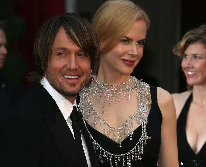 Nicole Kidman con il marito Keith Urnab sul tappeto rosso degli 80° Academy Awards.