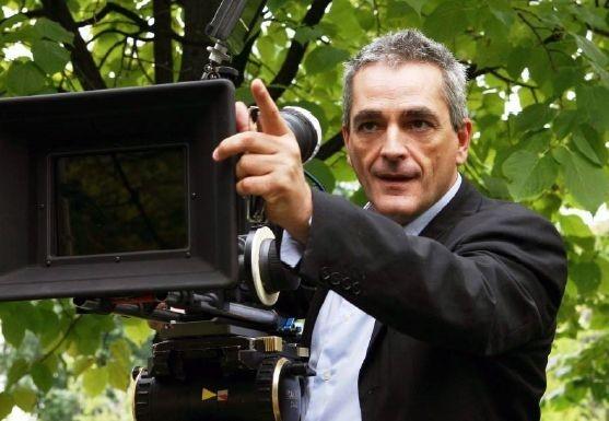 Il regista Marco Carniti sul set di Sleeping Around