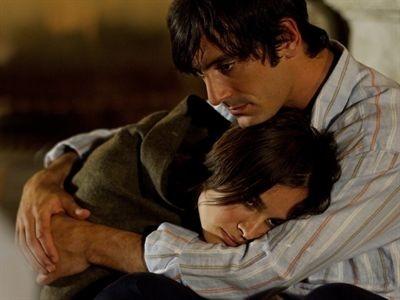 Kasia Smutniak con Marco Foschi in una scena del film Nelle tue mani