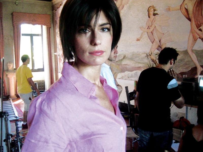 Anna Valle in una sequenza del film MissTake