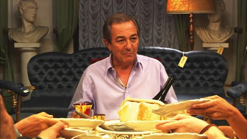 Remo Girone in una sequenza del film MissTake, diretto da Filippo Cipriano
