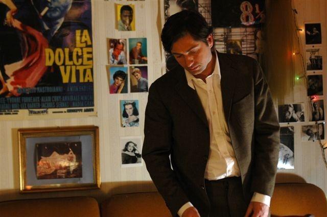 Francesco Apolloni in una scena del film Altromondo