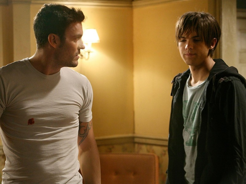 Brian Austin Green e Thomas Dekker in una scena di 'The Demon Hand', settimo episodio di Sarah Connor Chronicles