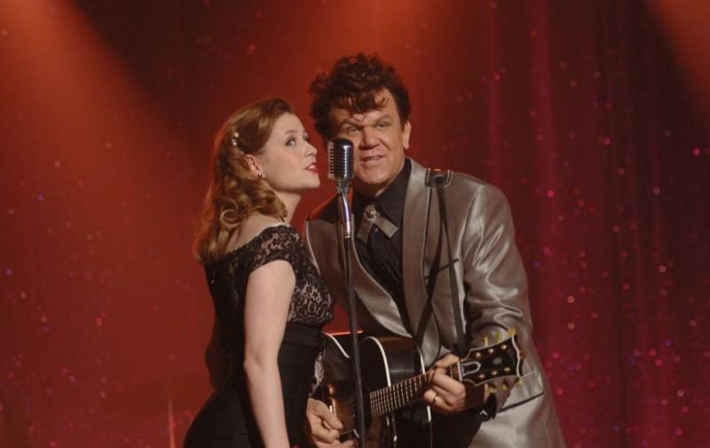 John C. Reilly e Jenna Fischer in una scena film Walk Hard, The Dewey Cox Story