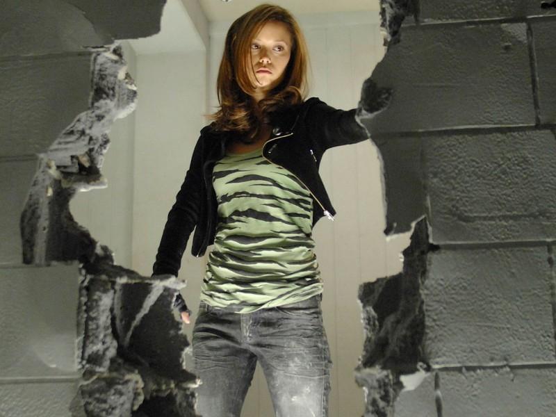 Summer Glau abbatte un muro in 'What He Beheld', nono episodio di Sarah Connor Chronicles