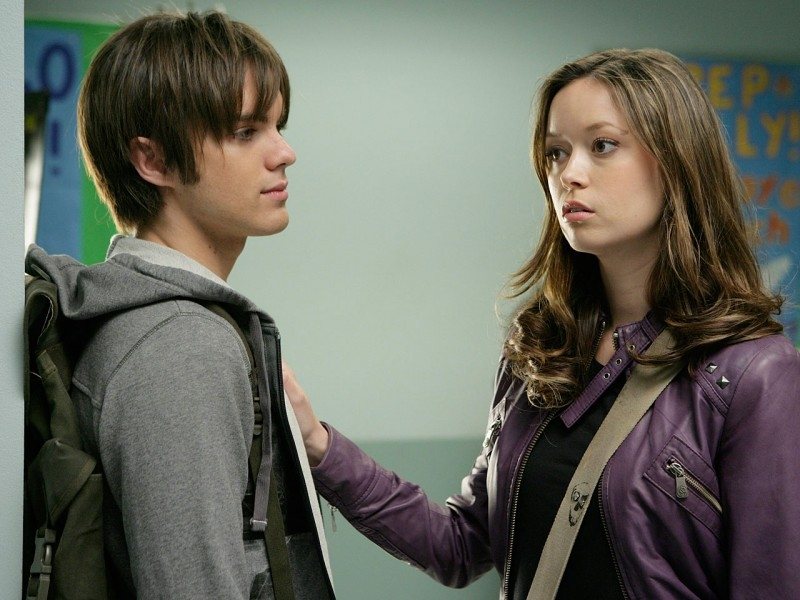 Summer Glau e Thomas Dekker in una scena di 'Vick's Chip', ottavo episodio di Sarah Connor Chronicles