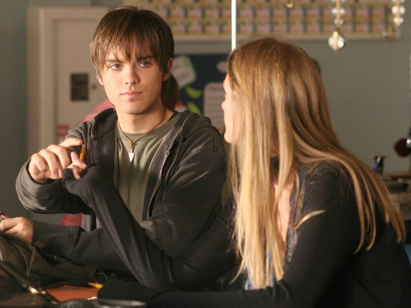 Thomas Dekker con Kristina Apgar in 'The Turk', terzo episodio di Sarah Connor Chronicles