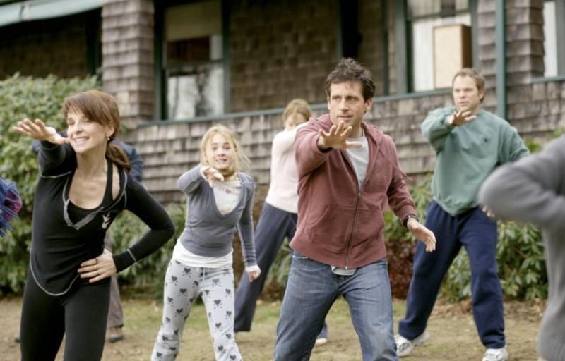 Juliette Binoche, Brittany Robertson, Steve Carell e Norbert Leo Butz in una sequenza del film L'amore secondo Dan