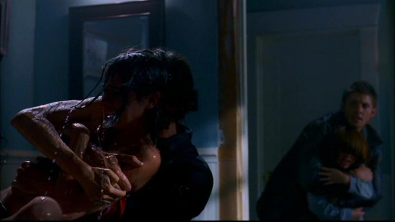 Jared Padalecki salva Amy Acker dall'annegamento nell'episodio 'Death in the Water' di Supernatural