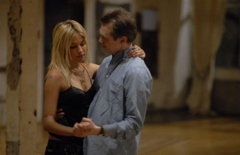 Steve Buscemi e Sienna Miller in una scena del film Interview
