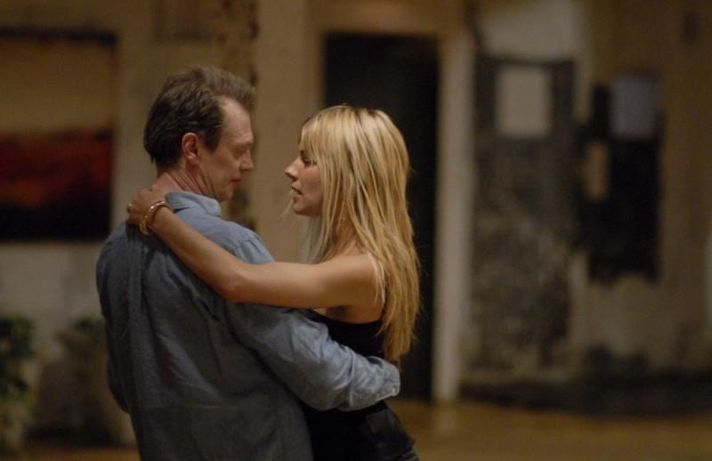 Steve Buscemi e Sienna Miller in una sequenza del film Interview