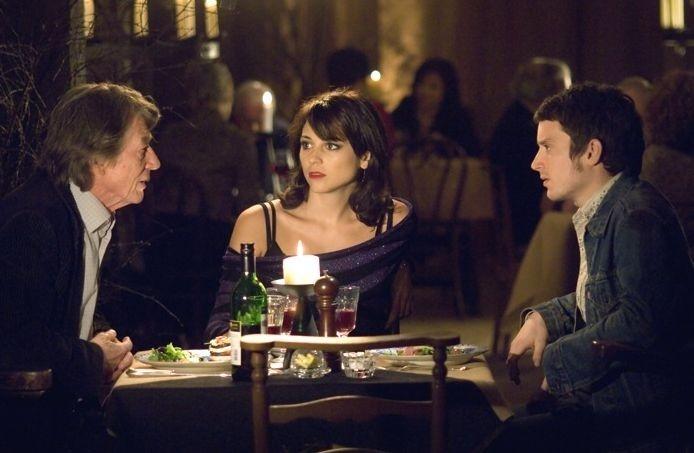 Elijah Wood, John Hurt e Leonor Watling in una sequenza del film Oxford Murders - Teorema di un delitto