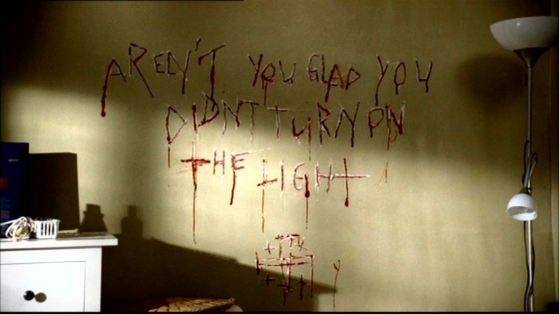 il messaggio sanguinario che l'Uomo Uncino lascia per Lori nell'episodio 'Hookman' di Supernatural