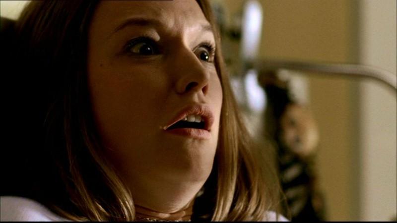 Jane McGregor scopre che la sua compagna di stanza è stata brutalmente assassinata nell'episodio 'L'Uomo Uncino' di Supernatural