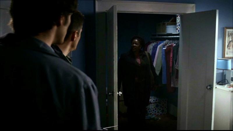 Jared Padalecki e Jensen Ackles e Loretta Devine in una scena dell'episodio 'Home' di Supernatural