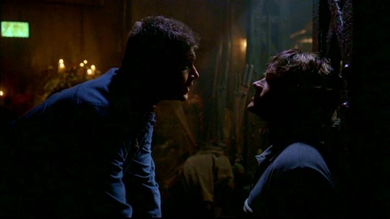 Jared Padalecki e Jensen Ackles nella tana del mutaforme nell'episodio 'Questione di pelle'