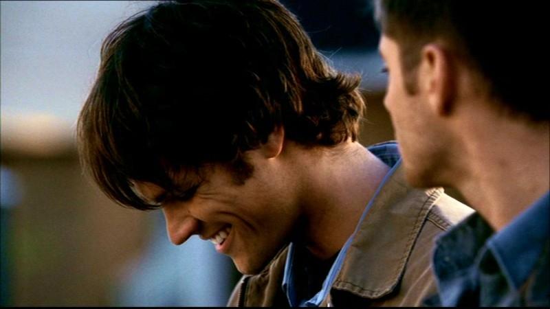 Jared Padalecki e Jensen Ackles si preparano a lasciare la città dopo aver salvato la famiglia Pike in 'Bugs'