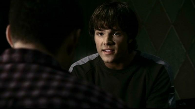 Jared Padalecki spiega a Dean, il personaggio di Jensen Ackles,i motivi per cui devono tornare a Lawrence, in Kansas, nell'episodio 'Home'