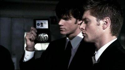 Jensen Ackles e Jared Padalecki in un dei tanti travestimenti adottati in Superantural