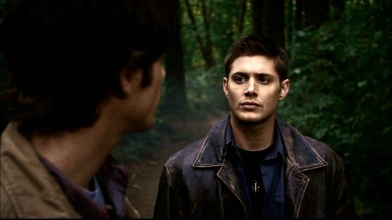 Jensen Ackles e Jared Padalecki seguono una pista nei boschi e parlano del loro rapporto con il padre in 'Bugs'