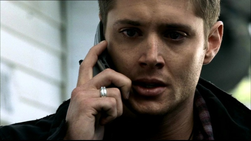 Jensen Ackles tenta lascia un commovente messaggio telefonico a suo padre nell'episodio 'Home'