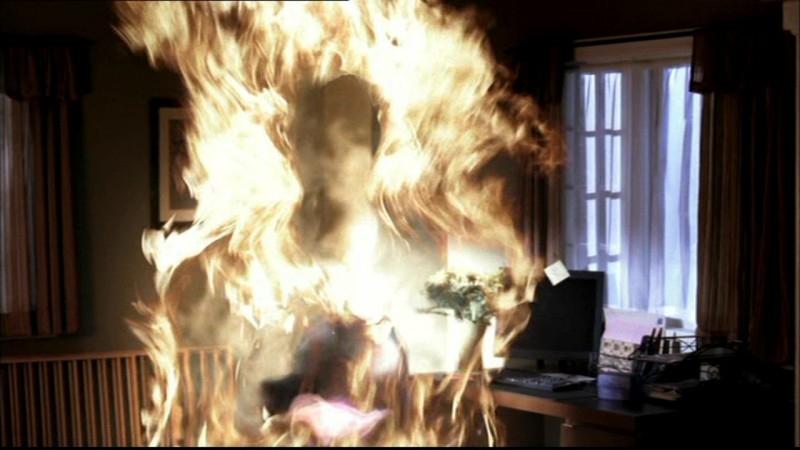 La creatura di fuoco dell'episodio 'Home' di Supernatural si avvicina ai fratelli Winchester