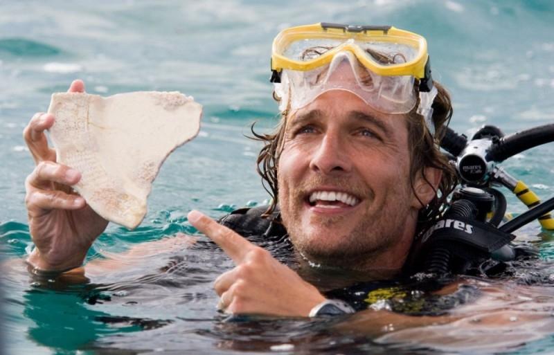 Matthew McConaughey è un sexy cacciatore di tesori nel film Tutti pazzi per l'oro