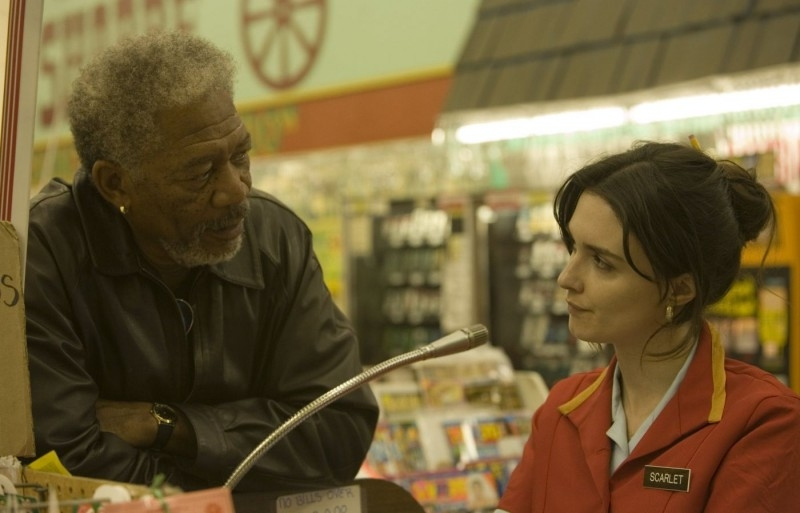 Morgan Freeman e Paz Vega in una sequenza del film 10 cose di noi
