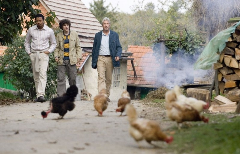 Richard Gere, Terrence Howard e Jesse Eisenberg in una scena di The Hunting Party