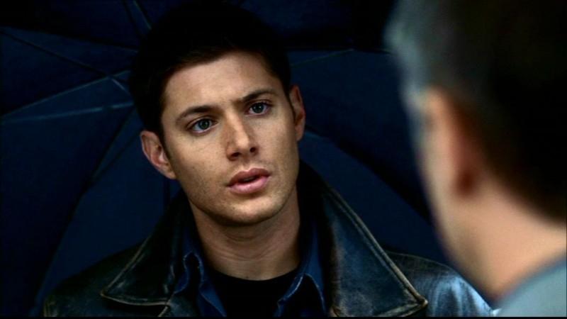 Un primo piano di Jensen Ackles mentre interpreta Dean Winchester nell'episodio 'Bugs'