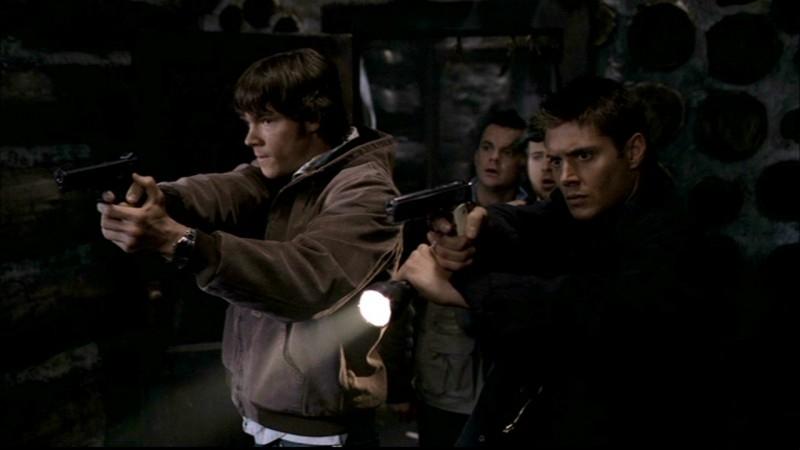 A.J. Buckley, Travis Wester, Jensen Ackles e Jared Padalecki nell'episodio 'La casa infernale' di Supernatural