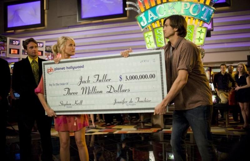 Cameron Diaz e Ashton Kutcher in una scena del film Notte brava a Las Vegas