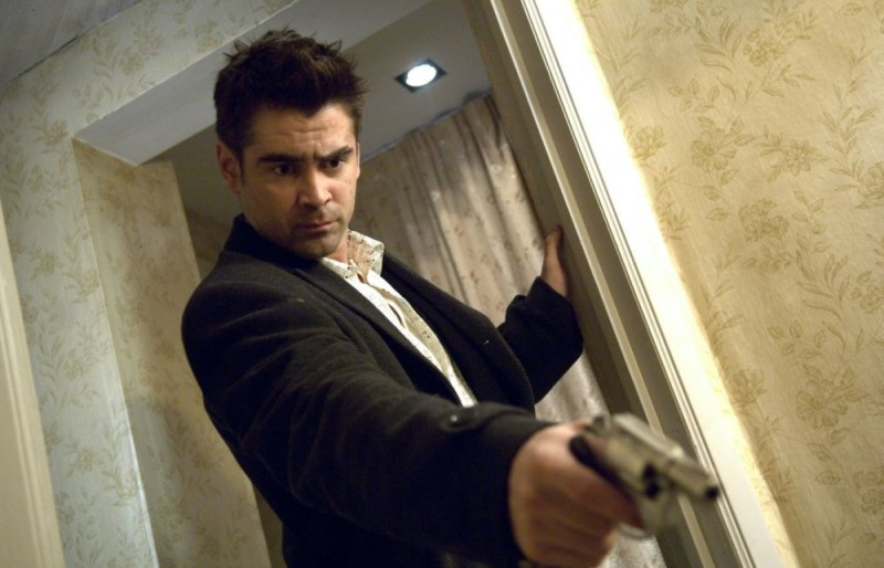 Colin Farrell in una scena d'azione del film In Bruges