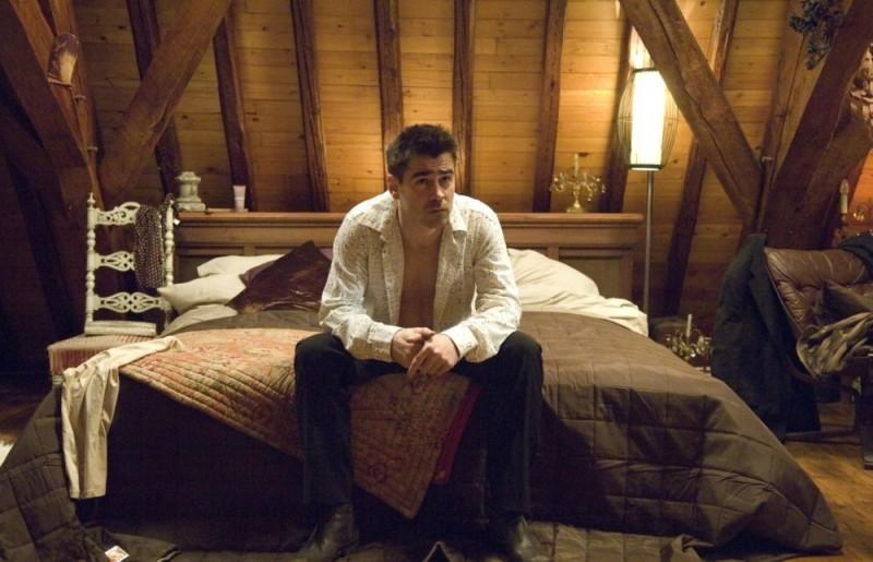 In Bruges: Colin Farrell in una scena del film