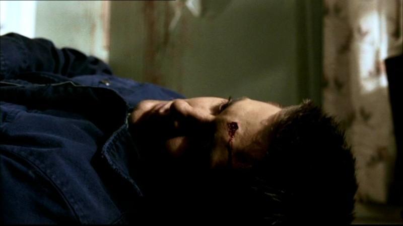 Dean morto in una visione di suo fratello. Il personaggio di Dean è interpretato da Jensen Ackles nella serie Supernatural, episodio 'Incubi'