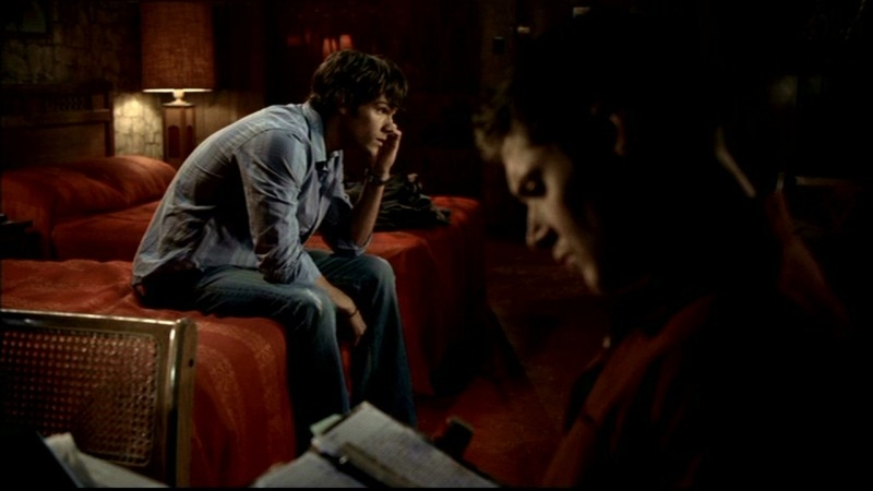 Jared Padalecki e Jensen Ackles lavorano al caso del manicomio infestato nell'episodio 'Asylum' di Supernatural