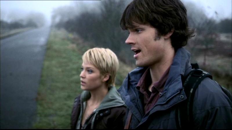 Jared Padalecki e Nicki Lynn Aycox in una scena dell'episodio 'Lo spaventapasseri' di Supernatural