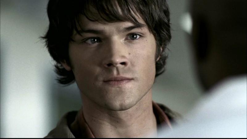Jared Padalecki interpreta Sam, mentre sta ricevendo delle brutte notizie che riguardano suo fratello, nell'episodio 'Faith' di Supernatural