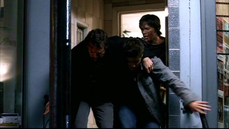 Jared Padalecki , Jensen Ackles e Jeffrey Dean Morgan, la famiglia Winchester al completo nell'episodio 'Ombre' di Supernatural (stagione1)
