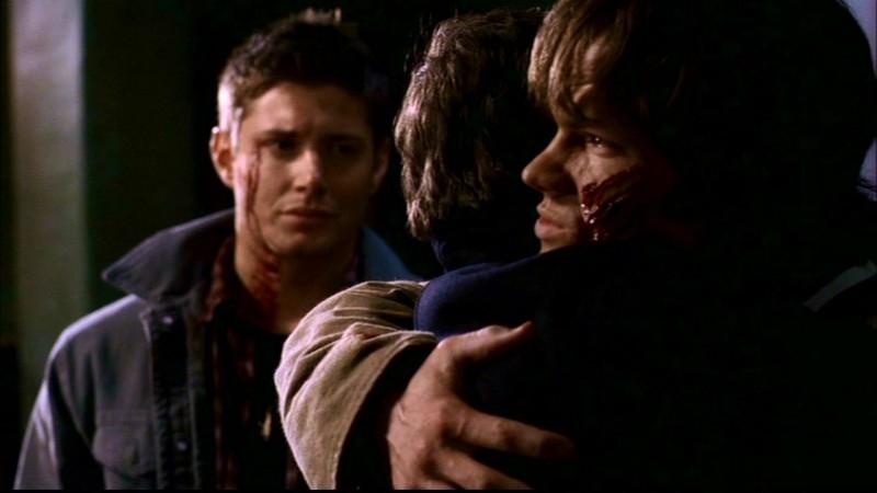Jared Padalecki , Jensen Ackles e Jeffrey Dean Morgan, la famiglia Winchester al completo nell'episodio 'Ombre' di Supernatural