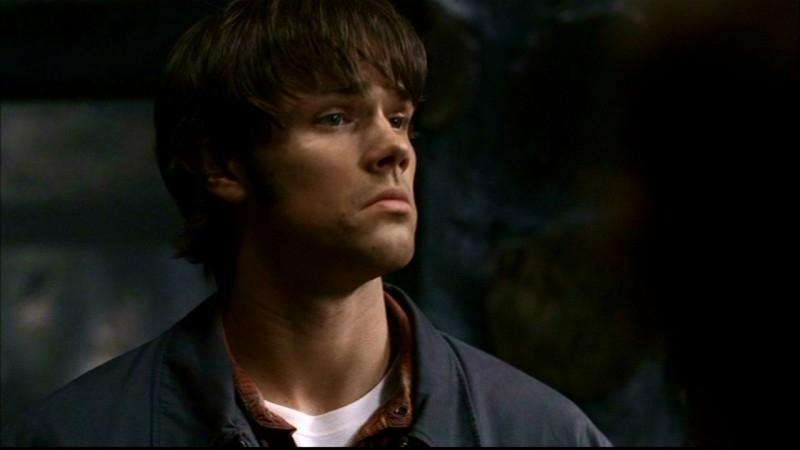 Jared Padalecki, nel ruolo di Sam mentre fa conoscenza di due sedicenti acchiappafantasmi nell'episodio 'La casa infernale' di Supernatural