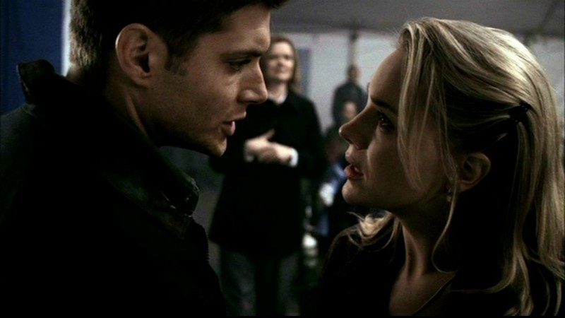 Jensen Ackles e Julie Benz in una scena dell'episodio 'Faith' di Supernatural