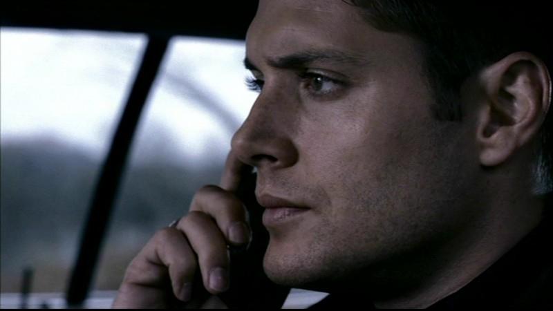 Jensen Ackles in un episodio di Supernatural dal titolo 'Lo spaventapasseri'