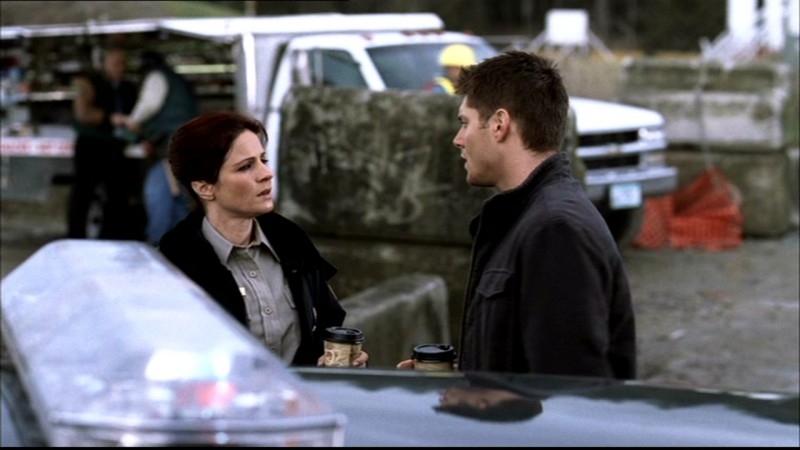 Jessica Steen e Jensen Ackles. Jessica è l'agente Kathleen, una poliziotta che aiuta Dean (Ackles) a ritrovare Sam, nell'episodio 'La famiglia Bender' di Supernatural