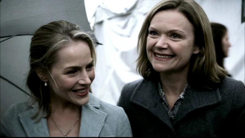 Julie Benz e Gillian Barber, nei panni di Layla Rohr e sua madre, nell'episodio 'Faith' di Supernatural