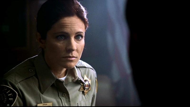 L'agente Kathleen, la poliziotta che aiuta Dean a ritrovare Sam, è interpretata da Jessica Steen nell'episodio 'La famiglia Bender' di Supernatural