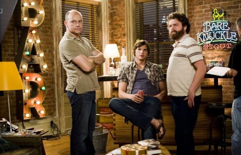 Rob Corddry, Ashton Kutcher e Zach Galifianakis in una scena del film Notte brava a Las Vegas