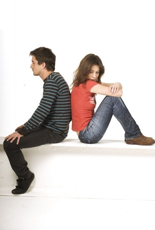 Alessandro Tiberi con Giovanna Mezzogiorno in una foto promozionale del film L'amore non basta