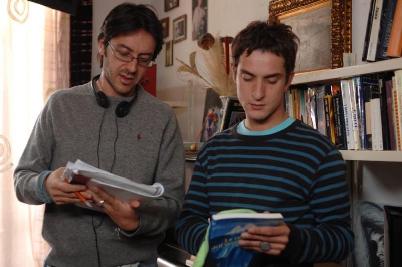 Alessandro Tiberi e il regista Stefano Chiantini sul set del film L'amore non basta
